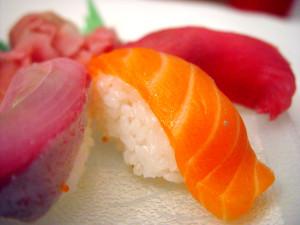 Salmon_sushi_cut